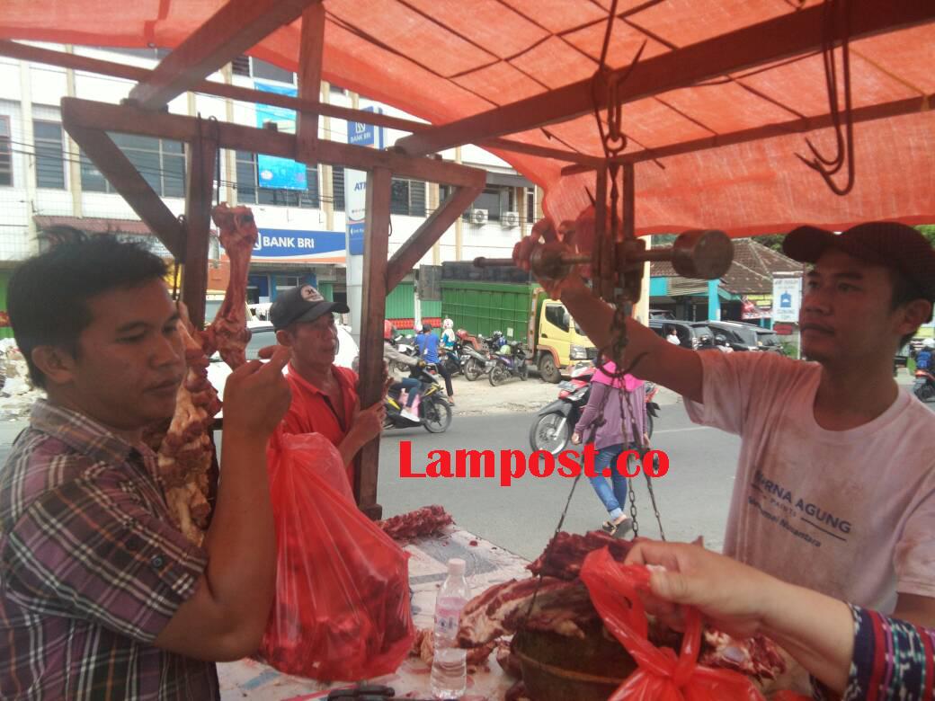 LAMPUNG POST | Pedagang Sebut Harga Daging Sapi Masih Wajar