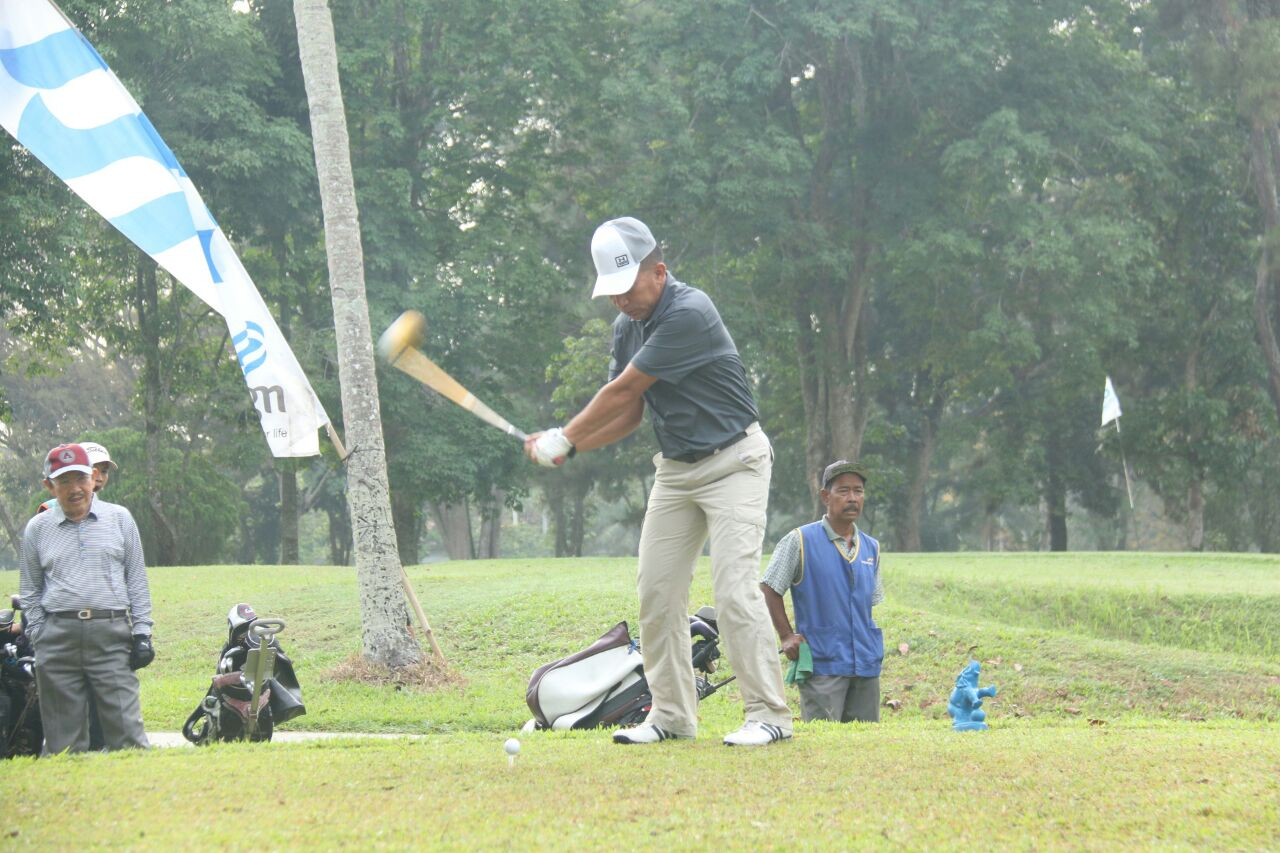 LAMPUNG POST | Danrem Buka Lampung Post Golf Tournament