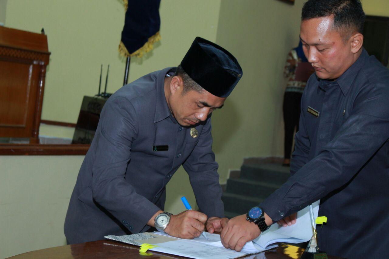 LAMPUNG POST | DPRD Lampung Barat Sahkan Perubahan APBD Tahun 2017