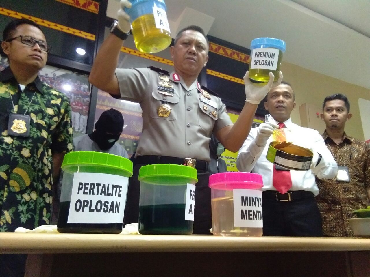 LAMPUNG POST | Polda Limpahkan Berkas Pengoplos BBM di Pringsewu ke Kejaksaan