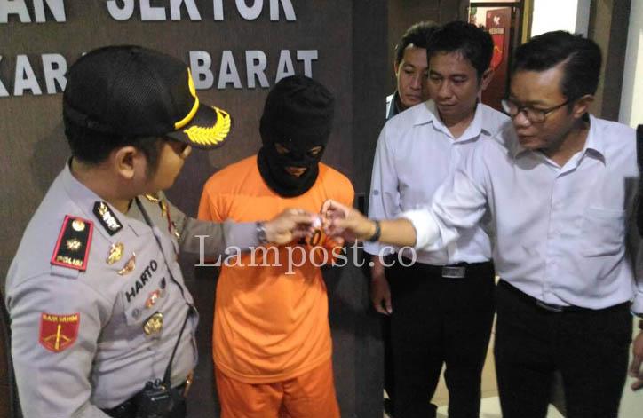LAMPUNG POST | Nyambi Jual Sabu, Pedagang Mainan Keliling Diciduk Polisi