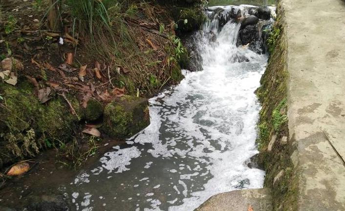 Warga Protes Pabrik Minuman yang Diduga Buang Limbah ke Sungai