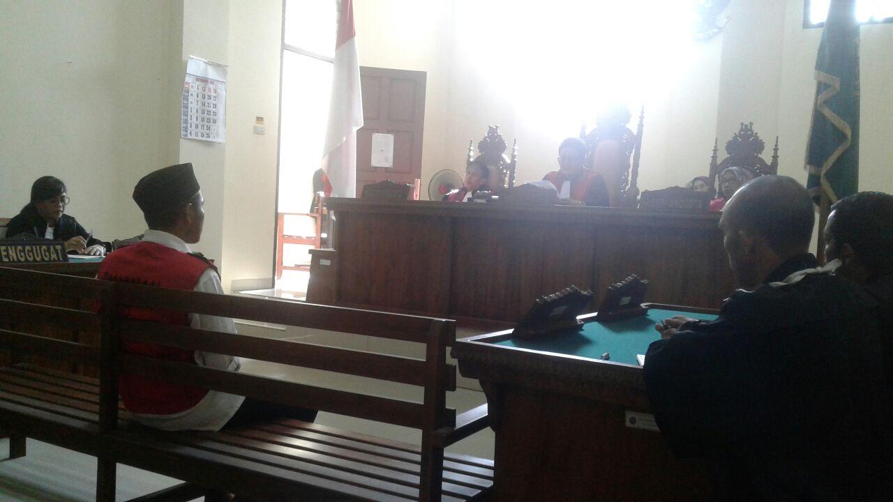 LAMPUNG POST | Pasal Asmara, Hendra Kurniawan Divonis 17 Tahunkarena Membunuh