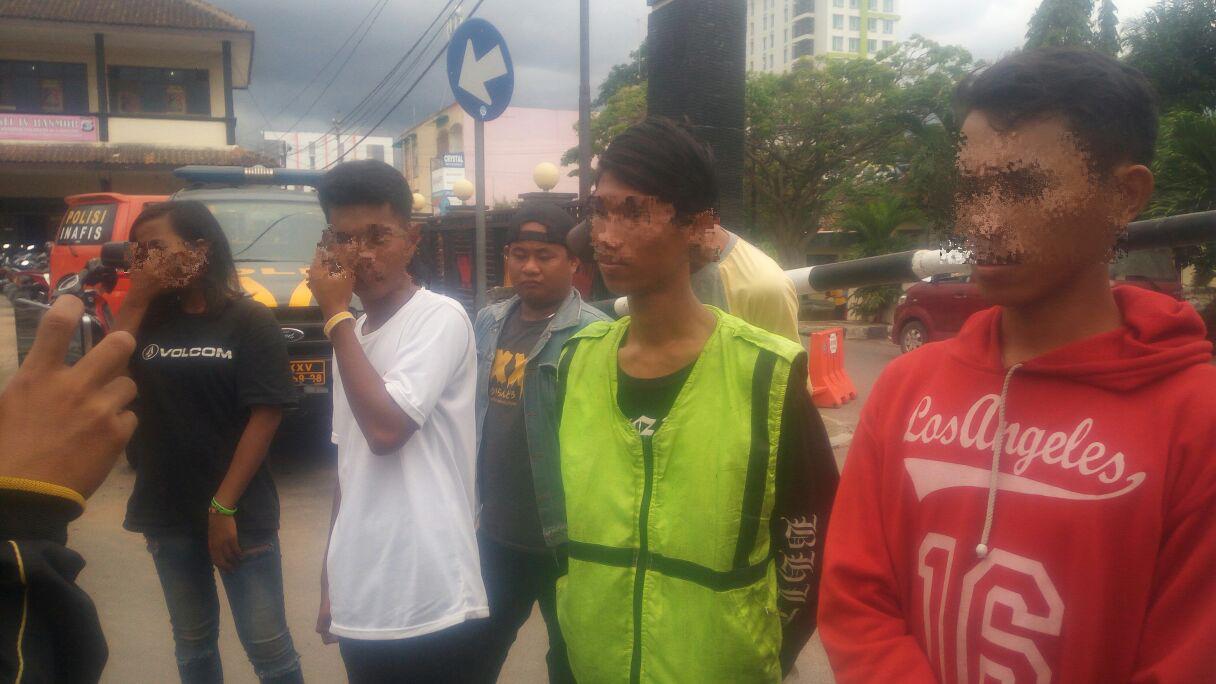 Dirazia, Belasan Anak Punkdan Pak Ogah Kocar-Kacir