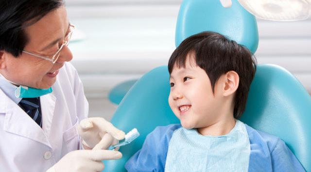 LAMPUNG POST | Memastikan Kesehatan Gigi Sejak Dini