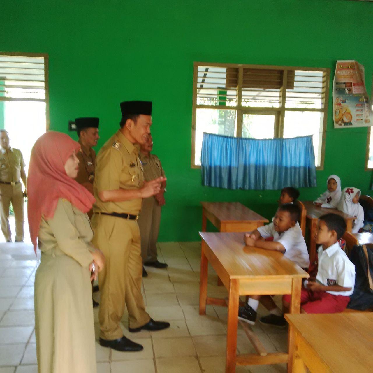 LAMPUNG POST   Wakil Bupati Pringsewu Fauzi Roadshow  ke Sekolah