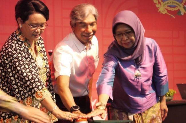 LAMPUNG POST | Menlu Resmi Luncurkan Kartu Diaspora Indonesia