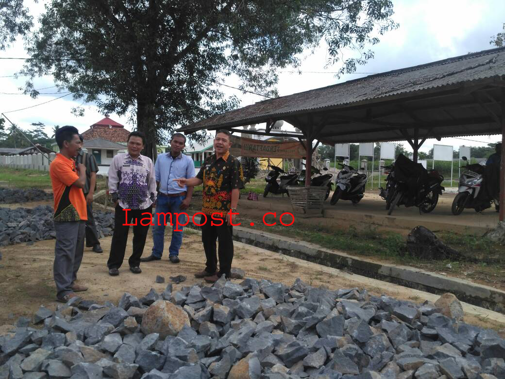 LAMPUNG POST |  Tiyuh Kibang Yektijaya Membangun dengan Memanfaatkan Dana Desa