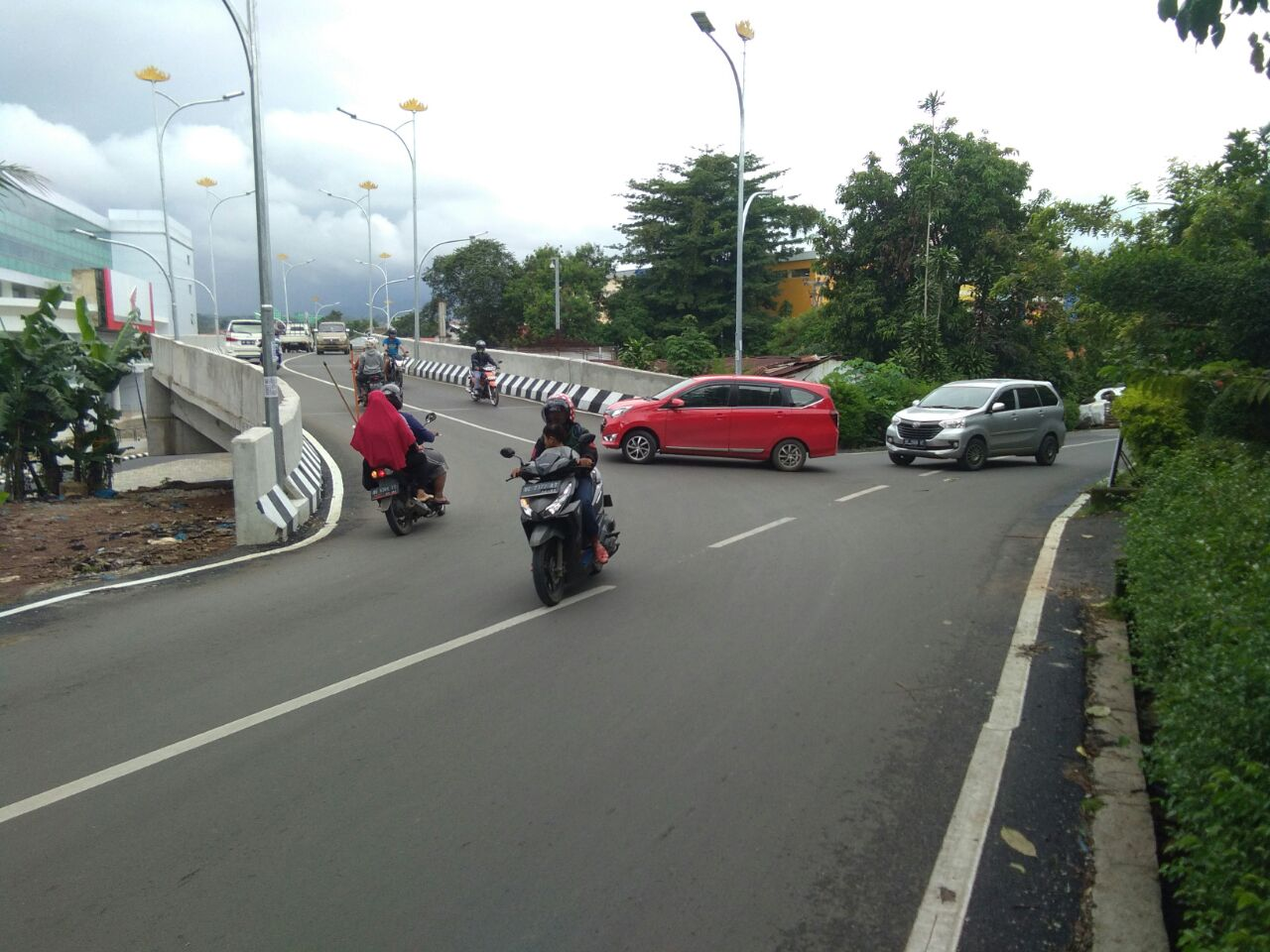 Lajur Flyover Sempit, Jalan Indrabangsawan Potensi Kecelakaan