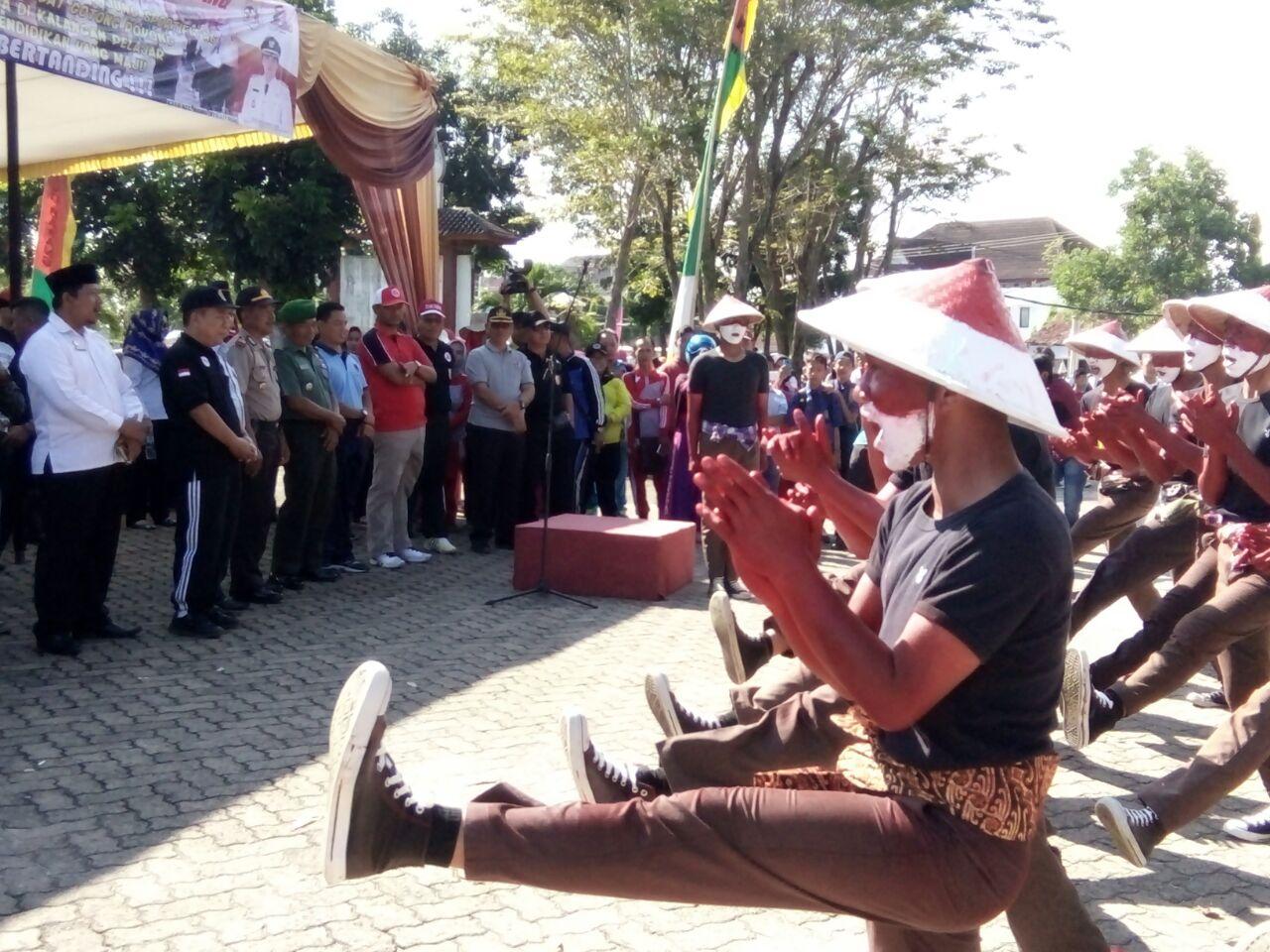 Ratusan Pelajar Ramaikan Lomba Gerak Jalan HUT Ke-21 Tulangbawang