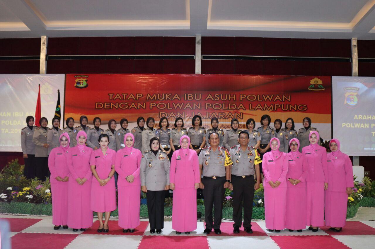 Silaturahmi Ibu Asuh dengan Polwan Polda Lampung Diisi Siraman Rohani