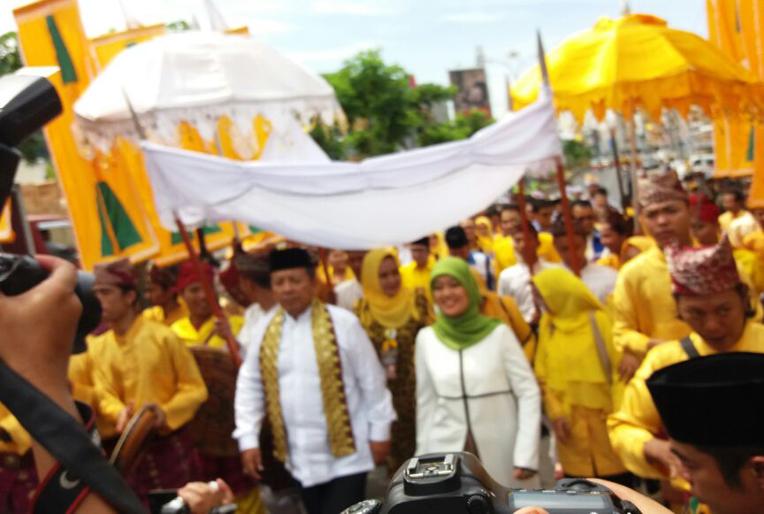 LAMPOST TV: Parade Budaya Antarkan Arinal-Nunik ke KPU