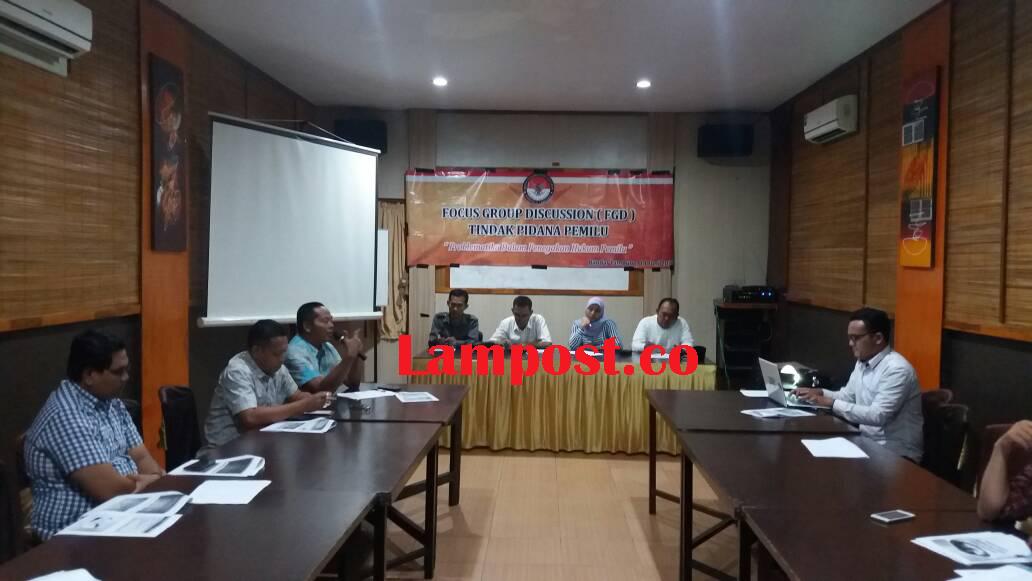 LAMPUNG POST   Bawaslu  Lampung Bahas Kepemiluan