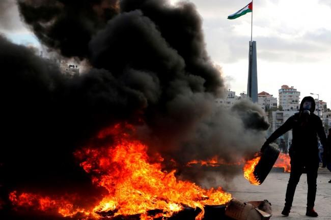 LAMPUNG POST | Warga Palestina dan Militer Israel Bentrok, 49 Orang Terluka