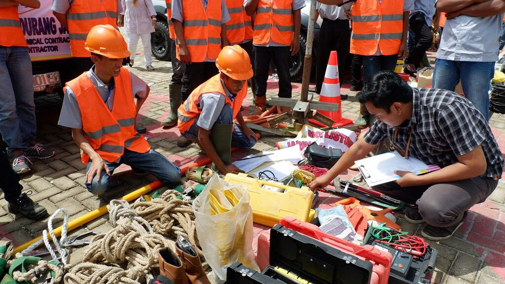 LAMPUNG POST | PLN Utamakan Keselamatan Kerja dengan 'Geprak'