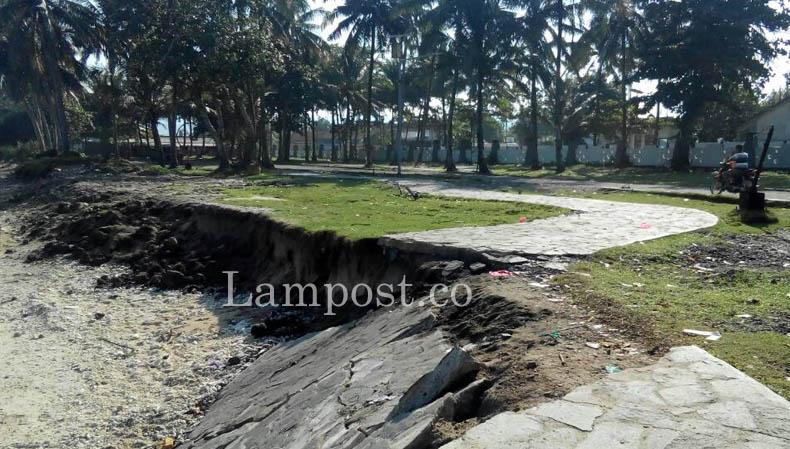 LAMPUNG POST | Abrasi Ancam Pantai Labuhan Jukung