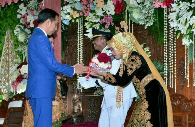 Jokowi Hadiri Pernikahan Mantan Ajudan