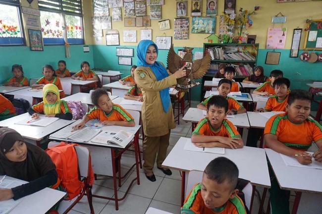 LAMPUNG POST | Federasi Guru Nilai Sekolah 8 Jam Sehari Rampas Hak Anak