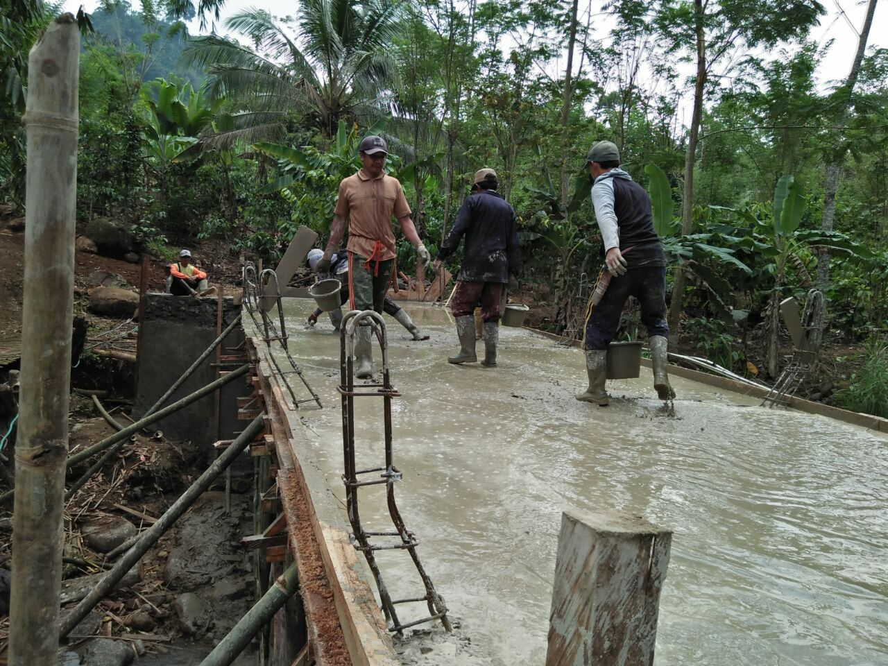 LAMPUNG POST   Pekon Sirnagalih Bangun Jembatan Melalui Dana Desa