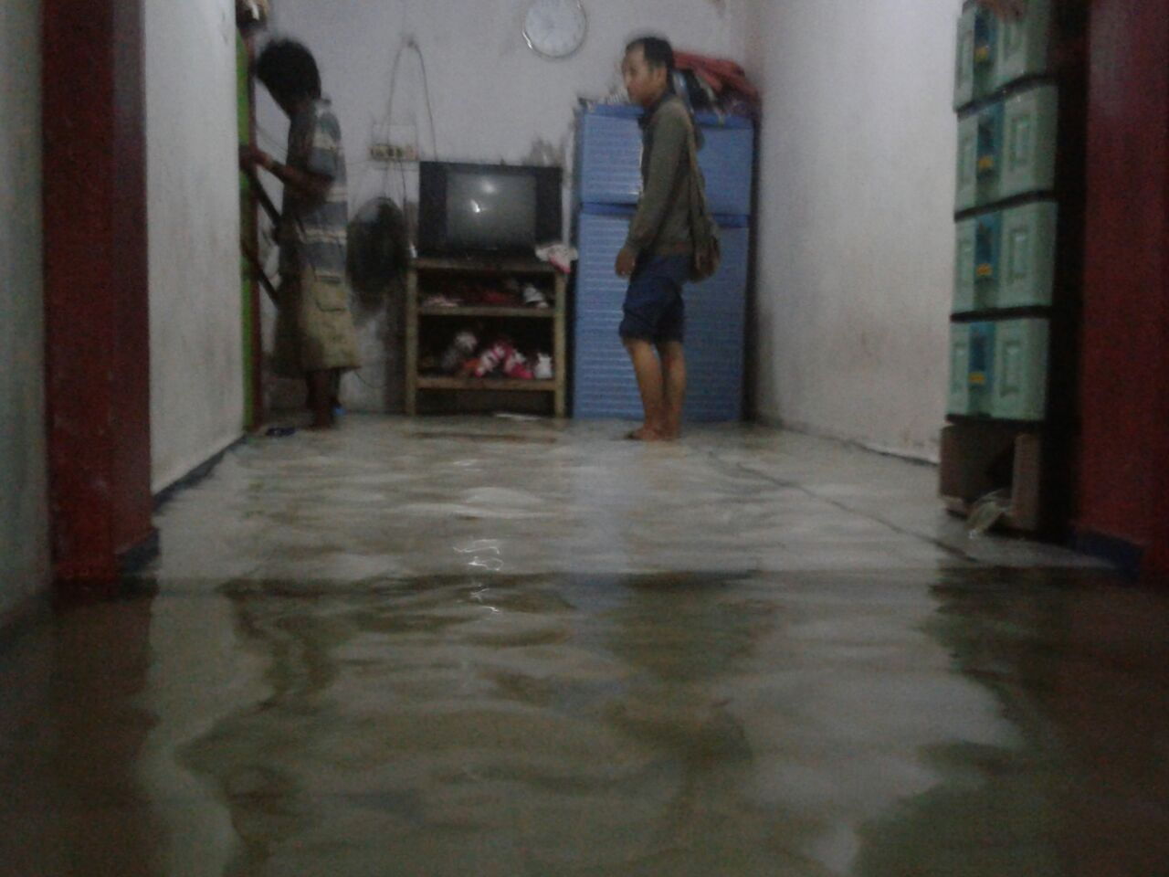 Warga Diimbau Jauhi Aliran Listrik Saat Rumah Tergenang Air Laut