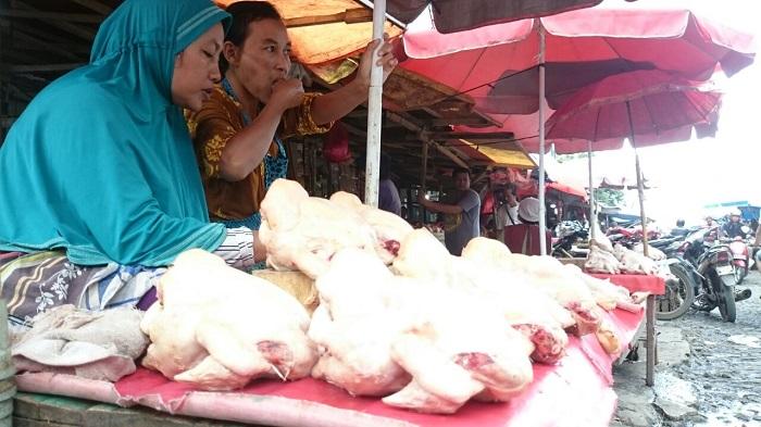 Pedagang Keluhkan Naiknya Harga Ayam