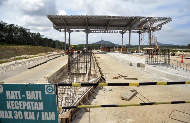 LAMPUNG POST   Pembangunan Jalan Tol Era Jokowi Paling Progresif
