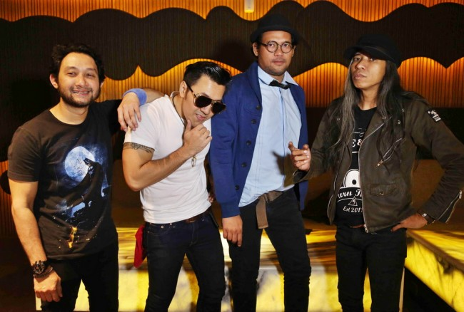 LAMPUNG POST | Naif Bagi-bagi Album 7 Bidadari di Soundsfest 2018