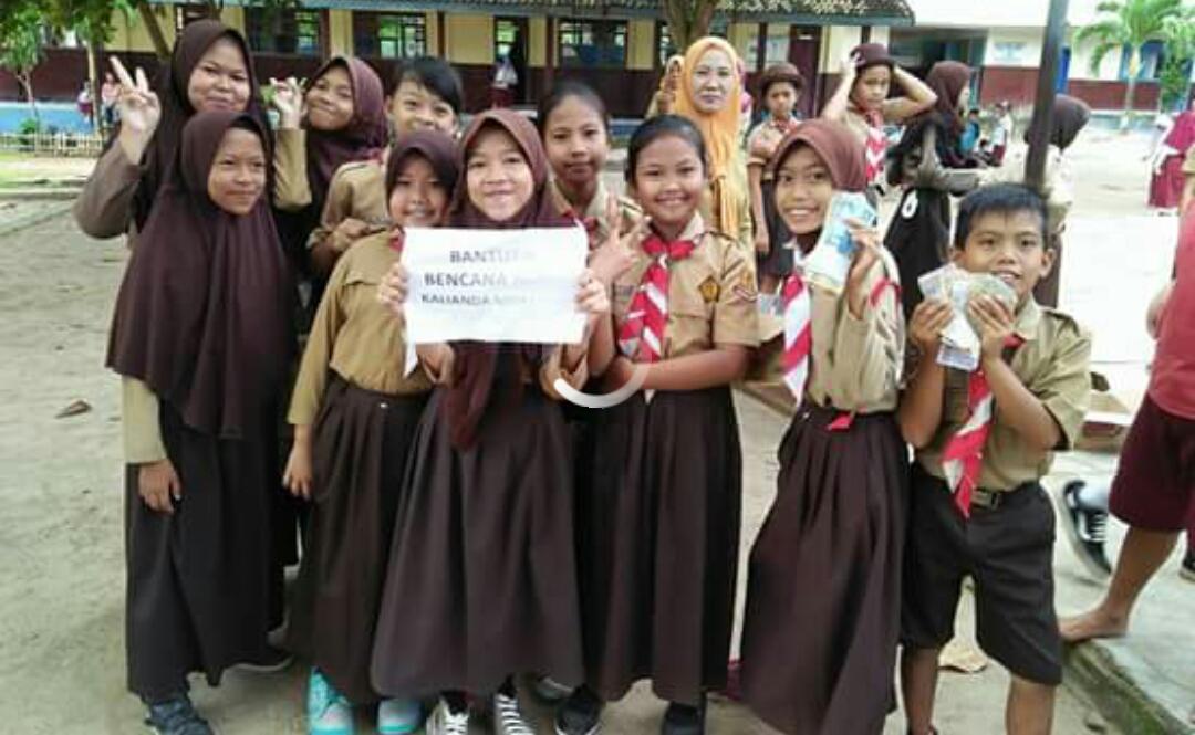 Siswa SDN 1 Bulok Antusias Galang Dana untuk Korban Banjir