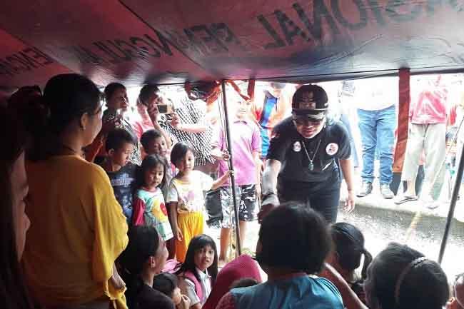 Bupati Tulangbawang Serahkan Bantuan Korban Banjir