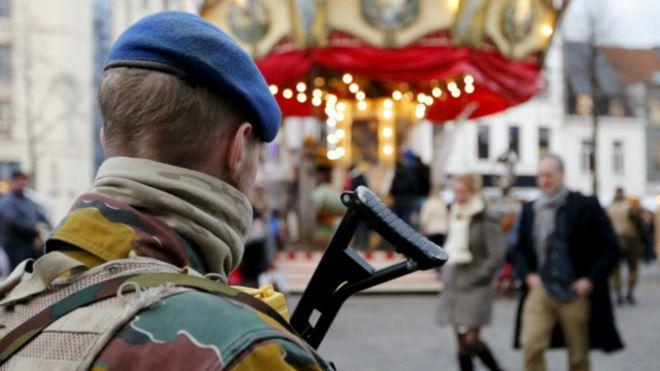 LAMPUNG POST | Menyerang Tentara, Seorang Pria Ditembak Mati