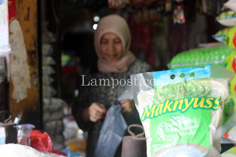 LAMPUNG POST | Waspada, Beras Oplosan Beredar di Lampung