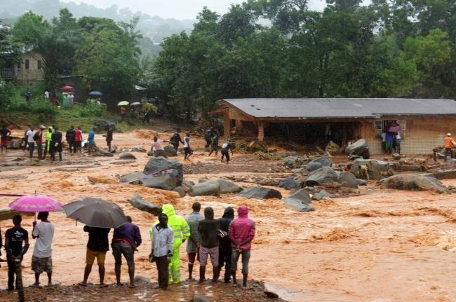 LAMPUNG POST | 312 Orang Tewas Akibat Banjir Lumpur di Sierra Leone