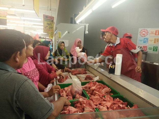 LAMPUNG POST | Daging Sapi Lokal Superindo Hanya Rp85 ribu