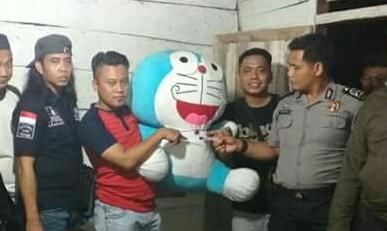Simpan Sabu dalam Boneka Doraemon, Pria Ini Ditangkap