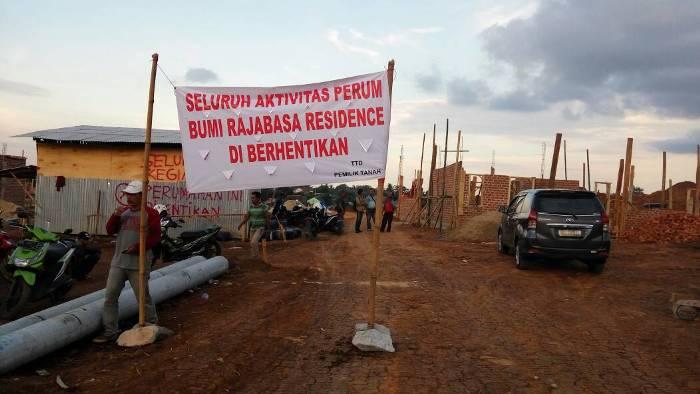 LAMPUNG POST | Tak Dilibatkan, Ahli Waris Tanah Minta Pembangunan Perumahan Dihentikan