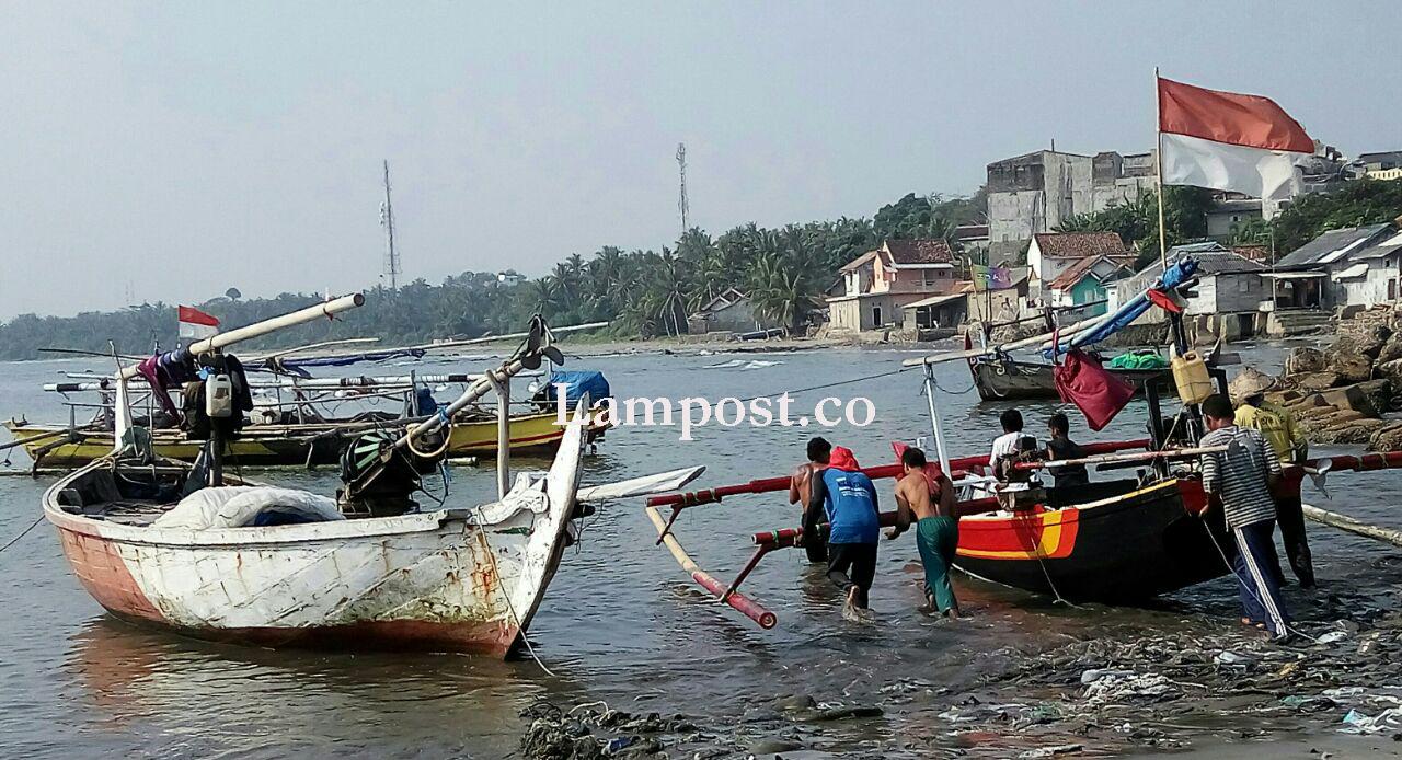 LAMPUNG POST | Cuaca Mulai Membaik, Nelayan di Kalianda Mulai Melaut