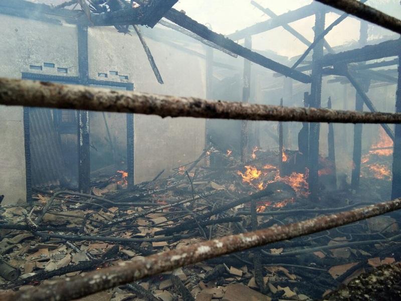 LAMPUNG POST | Pergi Bekerja, Rumah Arifat Terbakar