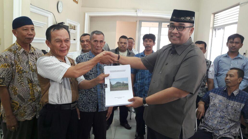 Warga 11 Desa di Lamtim Datangi Anggota DPD RI Terkait Gunung Balak