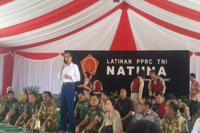 LAMPUNG POST | Selain Latihan Perang, Jokowi Juga Saksikan Baksos TNI