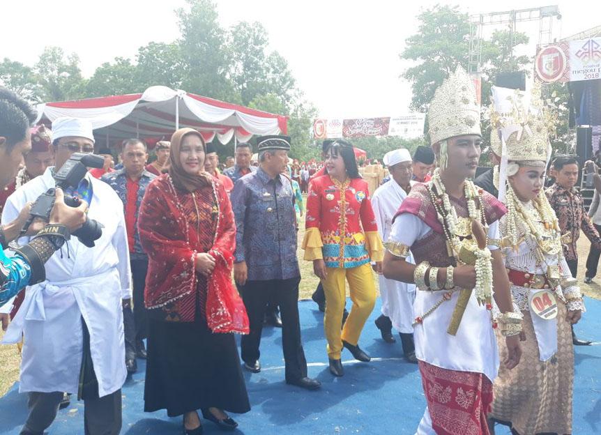 LAMPUNG POST | LAMPOST TV: Festival Megow Pak Pemersatu Adat Budaya dan Suku di Tuba