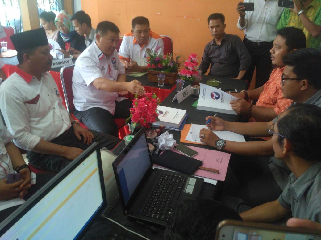 LAMPUNG POST | Data Tak Sesuai, KPU Tubaba Batal Terima Berkas Partai Perindo
