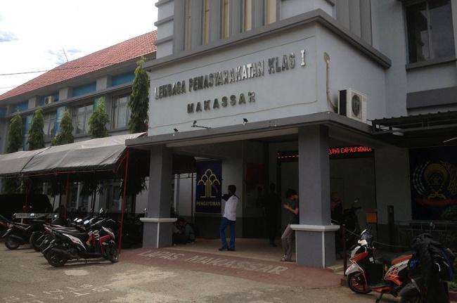 LAMPUNG POST | Tiga Napi Kasus Pembunuhan di Lapas Makassar Kabur