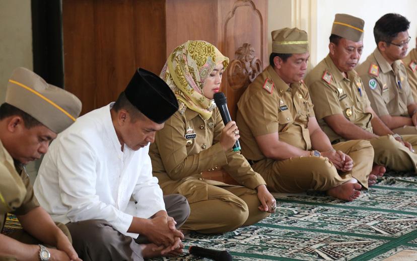 LAMPUNG POST | Chusnunia Ajak ASN di Lamtim Doakan Muslim Rohingya
