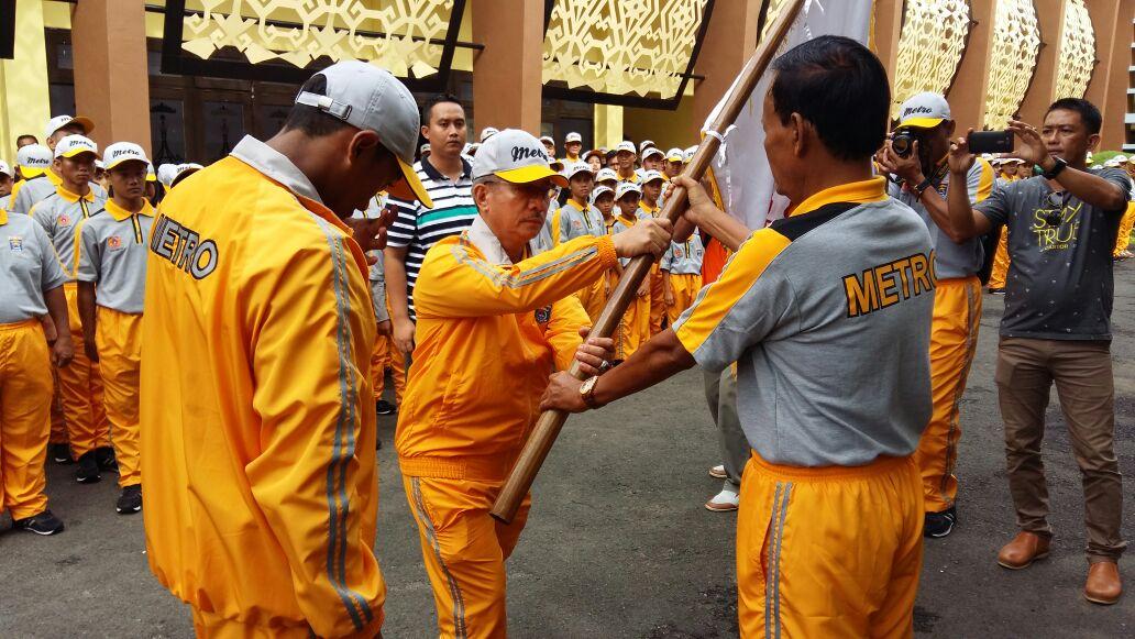 LAMPUNG POST | 400 Kontingan Metro Dilepas Wali Kota Pairin Ikuti Porprov