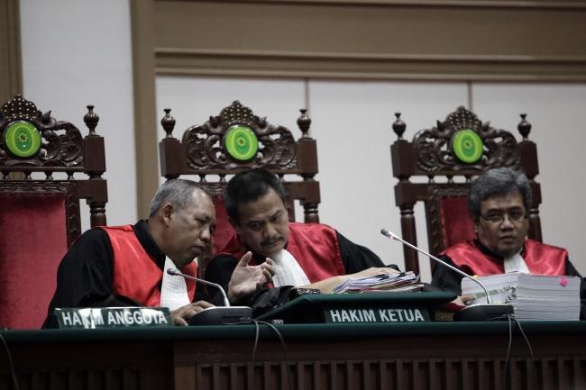 LAMPUNG POST | Promosi 3 Hakim Bukan karena Vonis Ahok