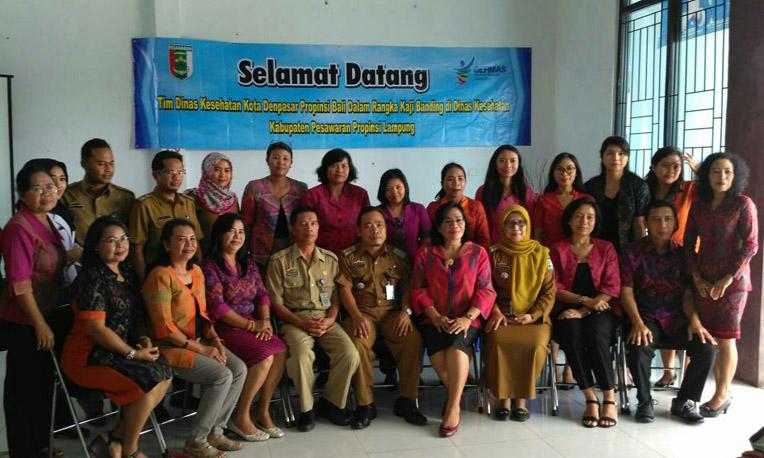 LAMPUNG POST | Dinkes Kota Denpasar Lihat Langsung Pelayanan Kesehatan di Pesawaran