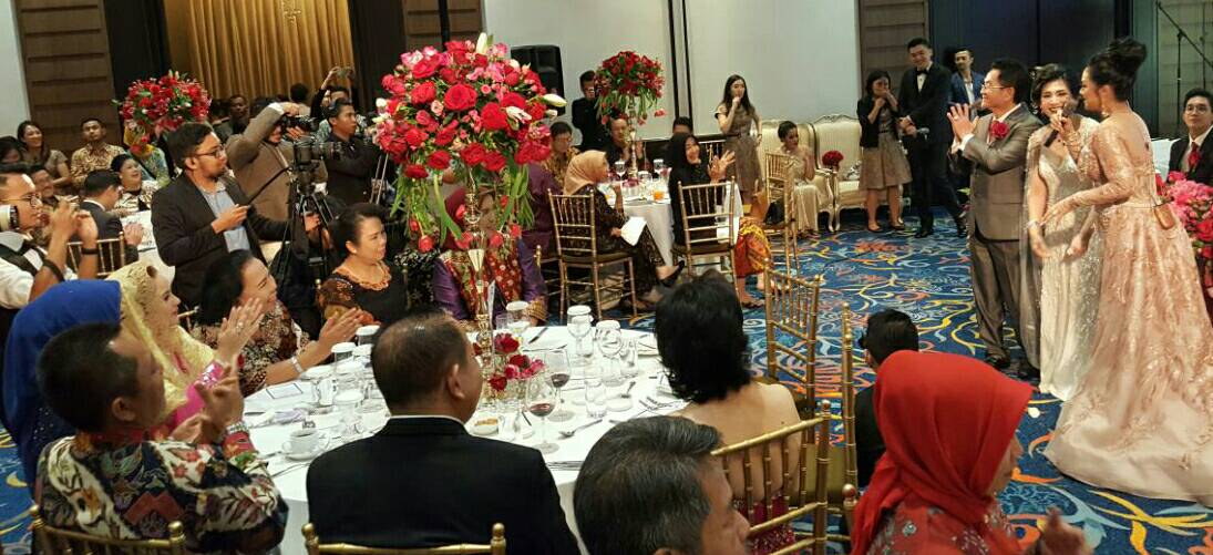 LAMPUNG POST | Anniversary 30 Tahun Simon dan Linda, Pemilik Sheraton Lampung Hadirkan Krisdayanti