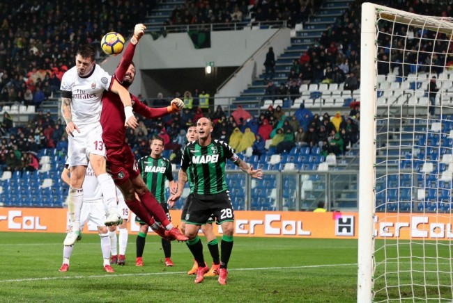 AC Milan Kandaskan Sassuolo 2-0