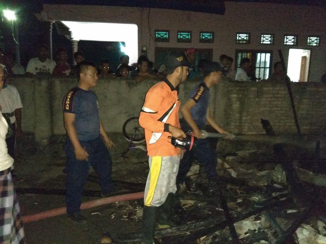 LAMPUNG POST | Listrik padam, Rumah Papan Ludes Terbakar