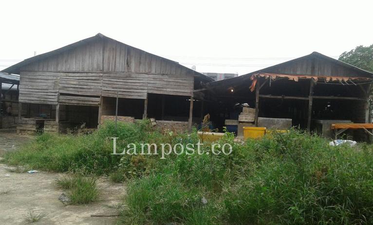 LAMPUNG POST   Kios Sementara tak Layak, Pedagang Pasar SMEP Keluhkan Bau Busuk
